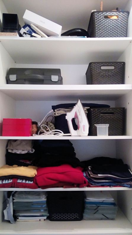 Large boxes to compartmentalise the closet