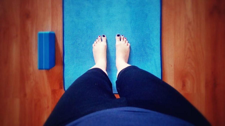 Colour coordinated feet hip-width apart